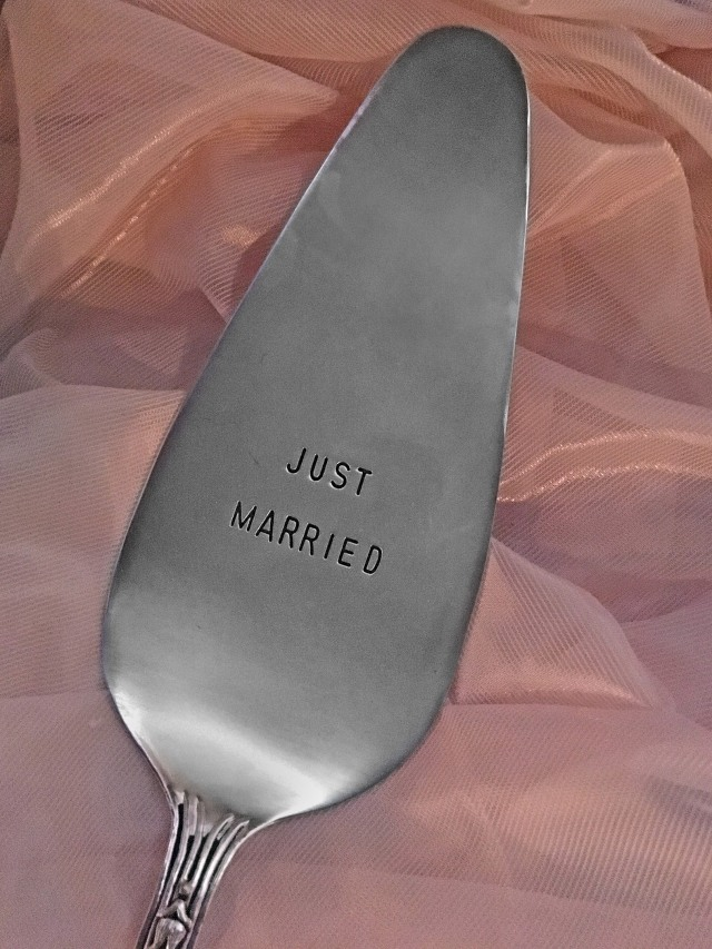 _J1921 just married cake serverCR
